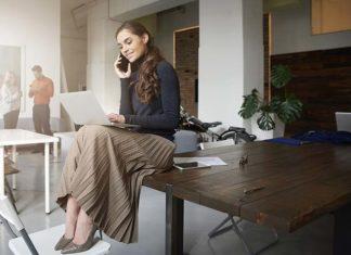 Telefon służbowy i prywatny – dwa osobne czy jeden łączący obie funkcje?